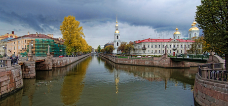 Town view in autumn at Saint-Petersburg city, Russian Federation Редакционное