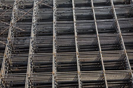 Metal mesh for reinforcing concrete floor and concrete surface at a construction site