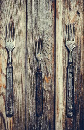Antique metal rusty fork on a vintage surface Imagens
