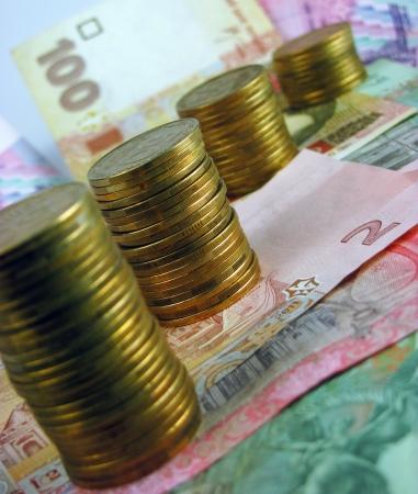remuneraci�n: Las pilas de monedas y billetes