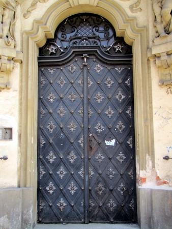 puerta de metal: Puerta de metal viejo