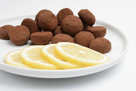 lemony: snack,fokus on a lemon