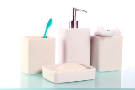 productos de aseo: art�culos de tocador en una mesa de vidrio.