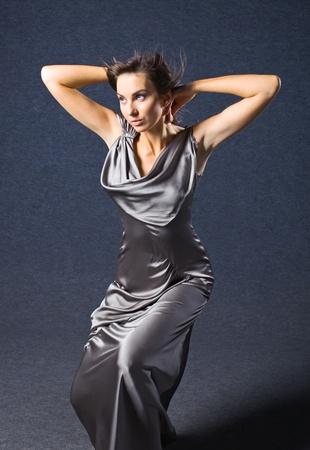 robe de soir�e: jeune femme en robe de soir�e, maquillage professionnel. Banque d'images