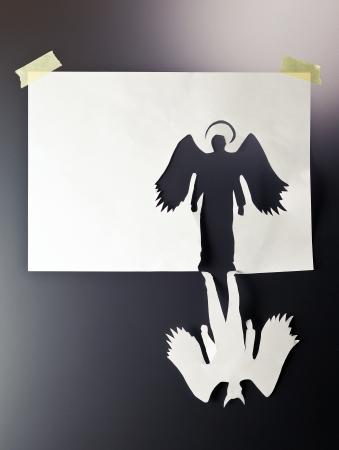 teufel und engel: Engel und Teufel, platzieren Sie Ihre Text auf weißem Papier.
