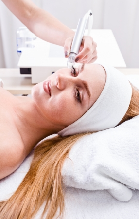 peeling: The girl doing cosmetic procedures in spa clinic Stock Photo