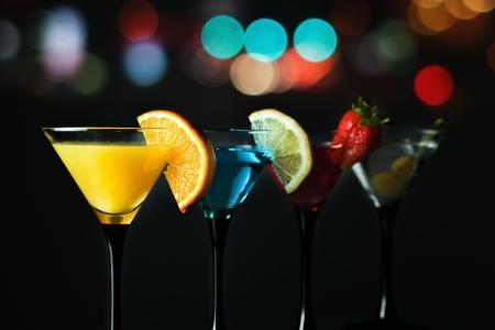 longdrink: Different cocktails or longdrinks garnished with fruits