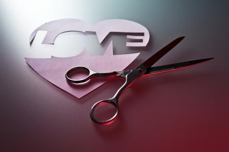 heart broken: The broken heart , a symbol of unfortunate love
