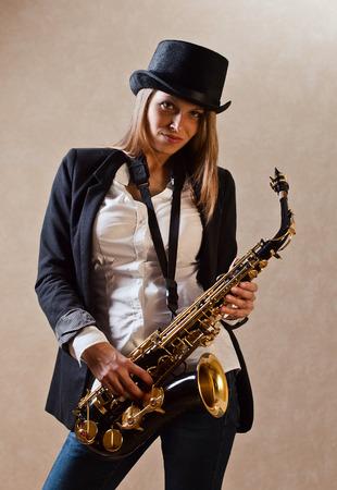 Schwarze Frau Saxophon