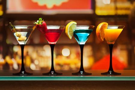 cocteles: C?cteles o longdrinks adornado con frutas