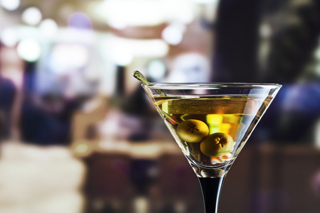glass with martini , focus on a olives Banque d'images