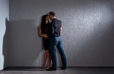 modelos hombres: La joven y bella pareja en el amor