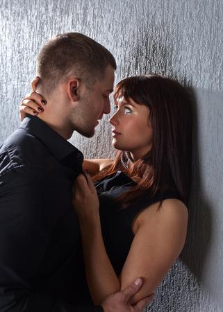 sexy young girl: Молодая красивая пара в любви Фото со стока