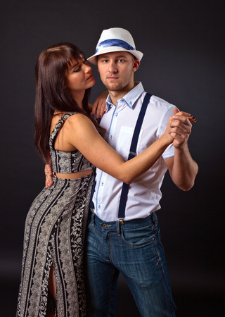 sexy young girl: Молодая пара танцует на фоне datk