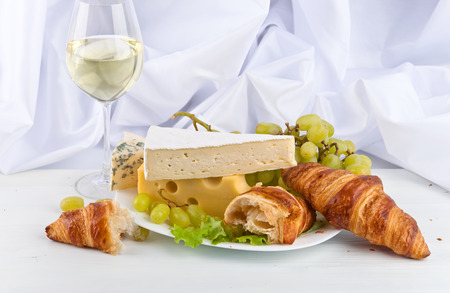 bri: cheeses with grapes and wine