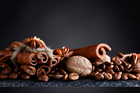 Roasted coffee beans with  cinnamon, anise and nutmeg. Archivio Fotografico - 89475881