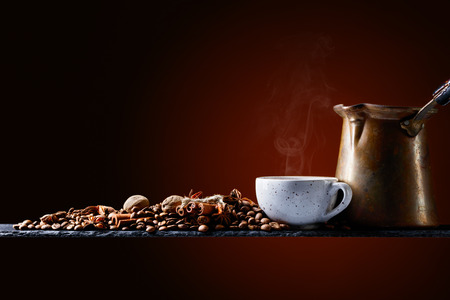 Old copper coffee maker , cup and coffee beans with spices. Stockfoto