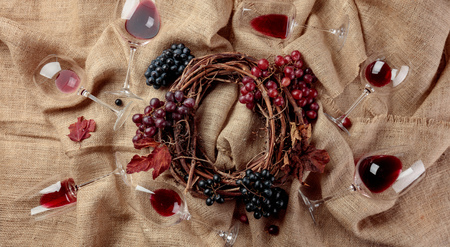 Red wine and grapes on a table covered with burlap. Top view. 스톡 콘텐츠 - 118778134