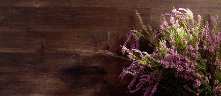 Blooming heather on a old wooden background. Concept nordic ecological background. Copy space. Imagens