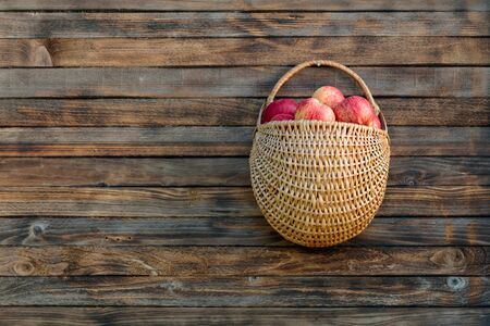Basket with apples on a wooden fence. Copy space. Stockfoto