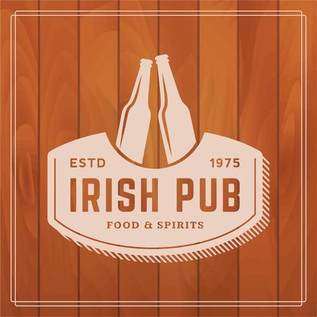 cerveza negra: etiqueta pub irlandés en el fondo de madera