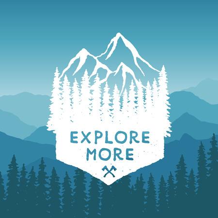montagna: mano deserto disegnato tipografia poster con montagne e alberi di pino. esplorare più. opere d'arte da indossare pantaloni a vita bassa. illustrazione vettoriale Inspirational su sfondo di montagna