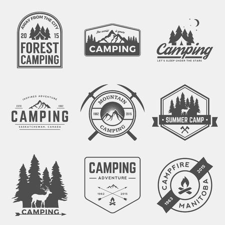 캠핑 및 야외 모험 빈티지 로고, 상징, 실루엣과 디자인 요소 벡터 세트 일러스트