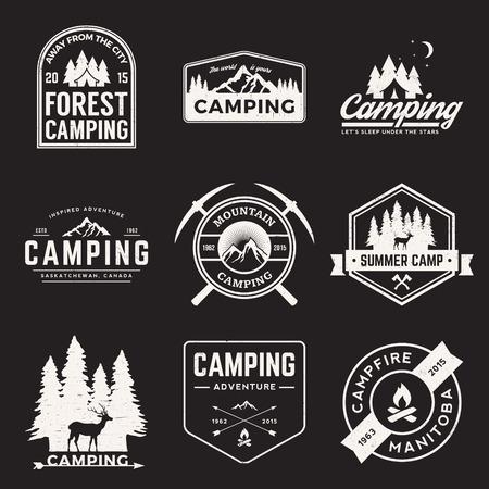 grunge 텍스처 캠핑 및 야외 모험 빈티지 로고, 상징, 실루엣과 디자인 요소 벡터 세트