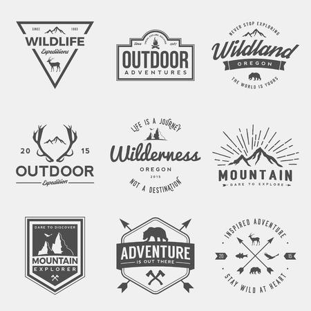 荒野と自然探査ヴィンテージ ロゴ、エンブレム、シルエット、デザイン要素のベクトルを設定