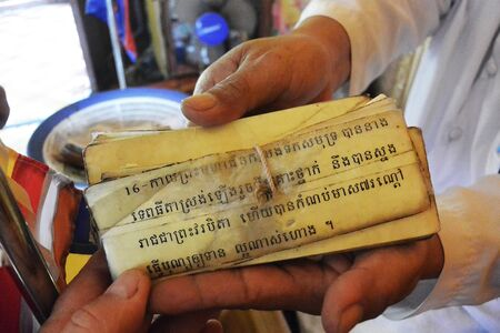 fortune telling signs and fortune telling in the hands of a monk of the kingdom of cambodia. Stockfoto - 131810270
