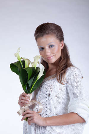 portrait of a girl in white clothes with flowers in the studio Reklamní fotografie