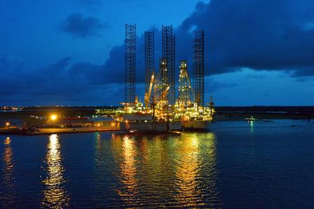 石油リグのヤードで。アパパ港のラゴス, ナイジェリア 写真素材