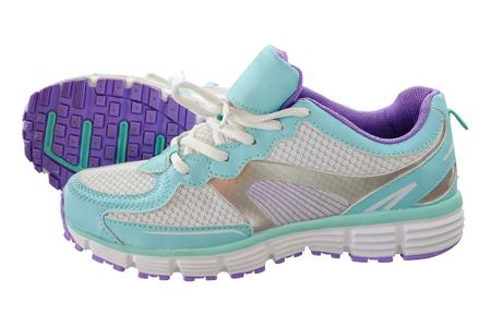 girl sport: Un paio di scarpe nuove al coperto ragazza di sport, tutti i marchi e contrassegni rimosso. Studio girato su bianco, non isolato
