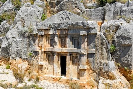 tumbas: Tumbas de roca Licio antiguas en Myra, Turqu�a
