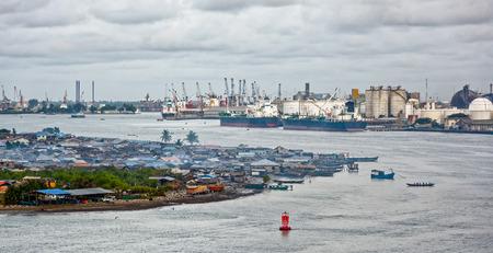 川沿いにアフリカの町。ラゴス、ナイジェリア、アフリカ