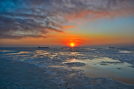 bo: High point view to ice floes in Bohai Sea or Bo Sea, also known as Bohai Gulf or Bo Gulf, at sunset