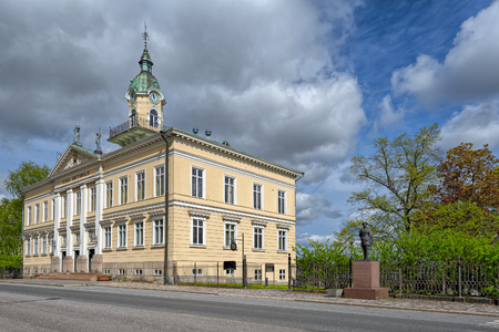 engel: Neoclassical style Porin Raatihuone the town hall (1841) designed by Carl Ludvig Engel and Juhana Herttua the Johan the Duke the founder of the city statue. Pori, Finland