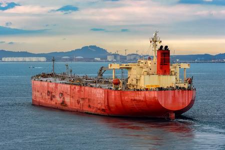 Olieproducten tanker nadert naar Pengerang Deepwater Petroleum Terminal.