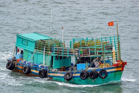 Vietnamese vissersboot in de Zuid-zee