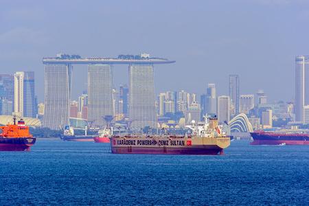 SINGAPORE - Feb 06, 2017: OBO (oil/bulk/ore - ship designed to be capable of carrying wet or dry cargoes) carrier KARADENIZ POWERSHIP DENIZ SULTAN (AIS: KPS DENIZ SULTAN IMO: 9122928, Liberia) anchored in ballast in Singapore strait. 新聞圖片