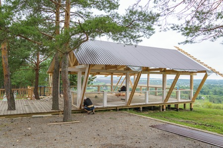 new construction: Installation of the veranda in the pine forest