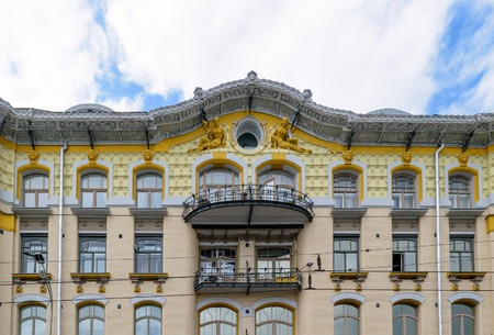 pediment: Moscow, Russia - July 14, 2016: Old house, which decorated the pediment sculptures of women in Victorian style