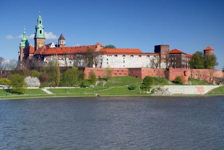 cracovia: Wawel - Royal castle over the Vistula River in Krakow (Poland)