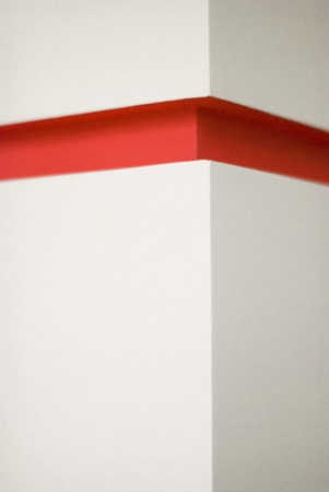 arhitecture: white stone corner with red deepening
