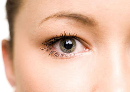 Close-up of a teenage girls eye LANG_EVOIMAGES