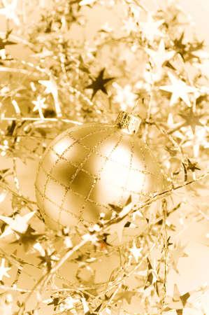 decoration: Christmas ball ornament LANG_EVOIMAGES