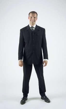 legs apart: Empresario posando con las piernas