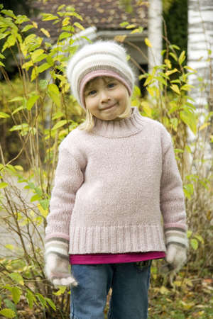 Girl in winter clothing LANG_EVOIMAGES