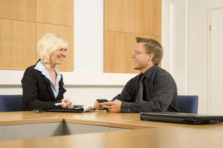 Businessman and businesswoman in discussion LANG_EVOIMAGES