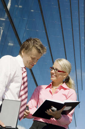 Businessman and businesswoman having discussion LANG_EVOIMAGES